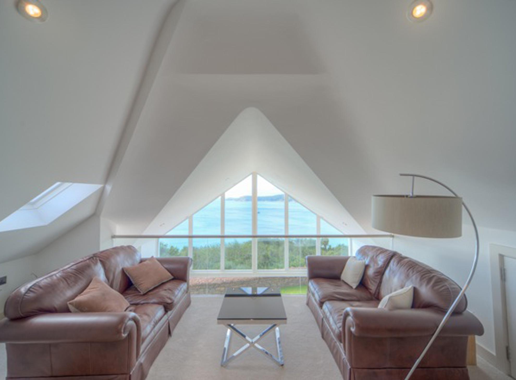carlyon-bay-lounge