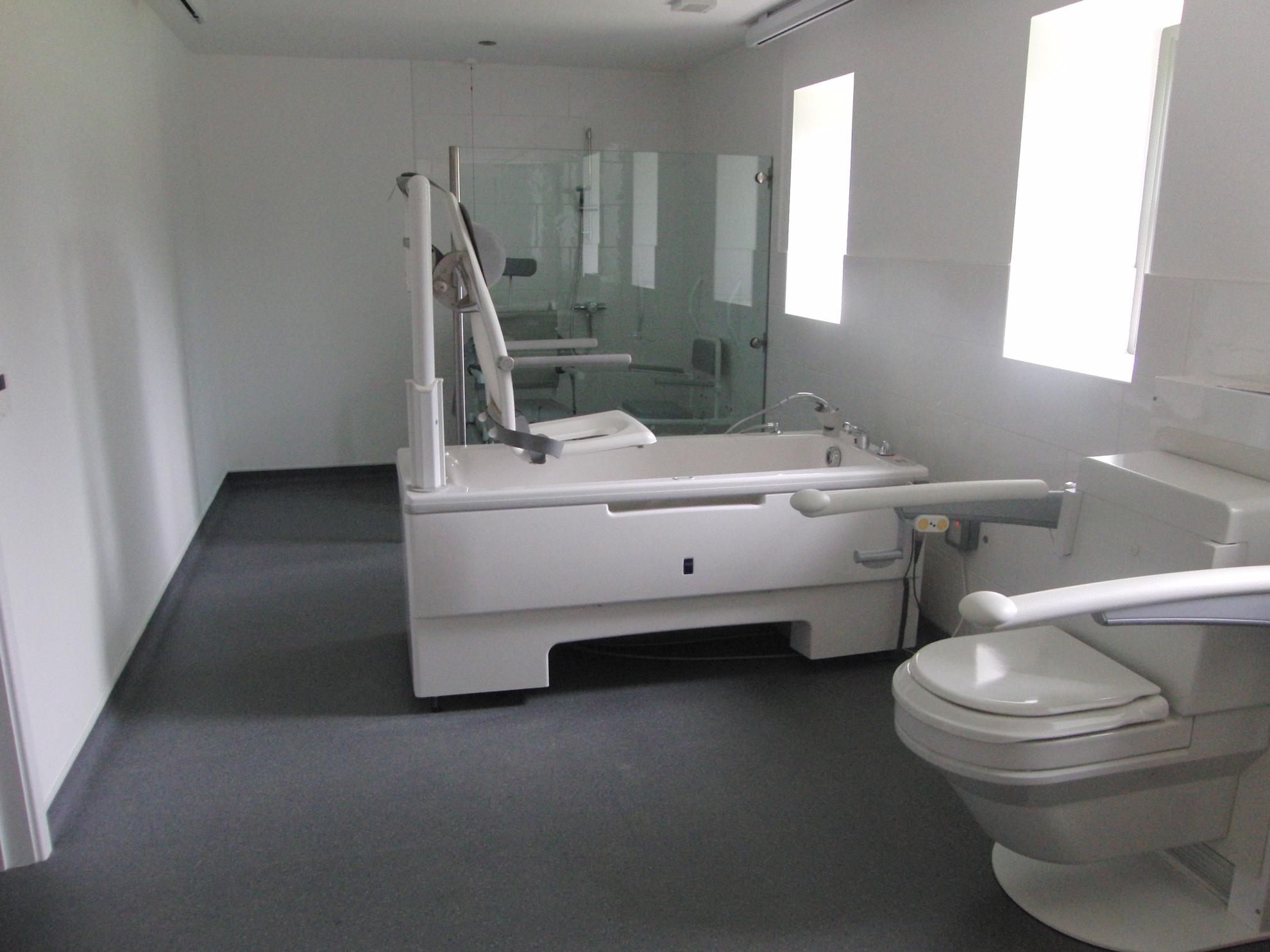 looe-disabled-unit-bathroom