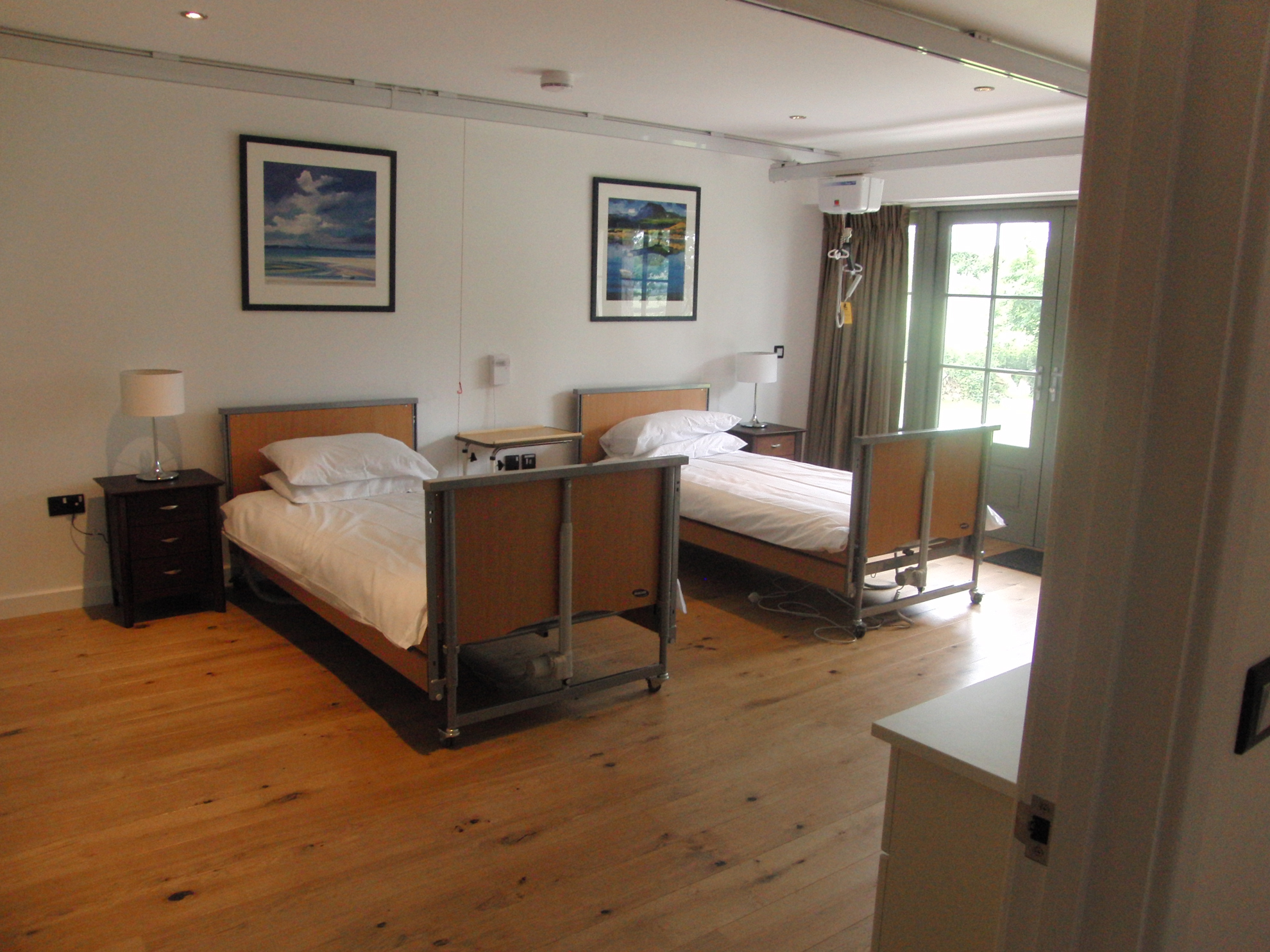 looe-disabled-unit-bedroom