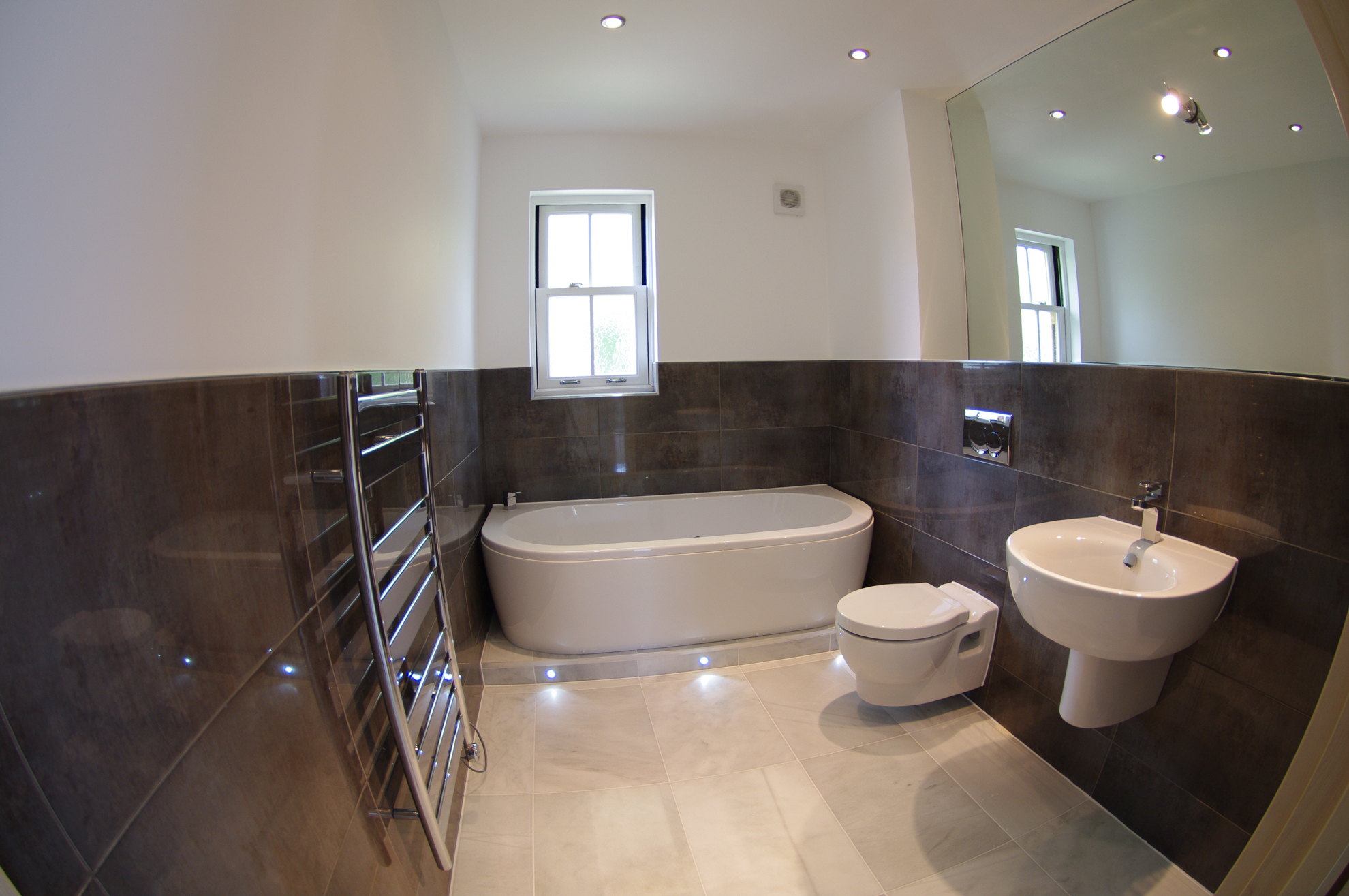 luxury-looe-bathroom