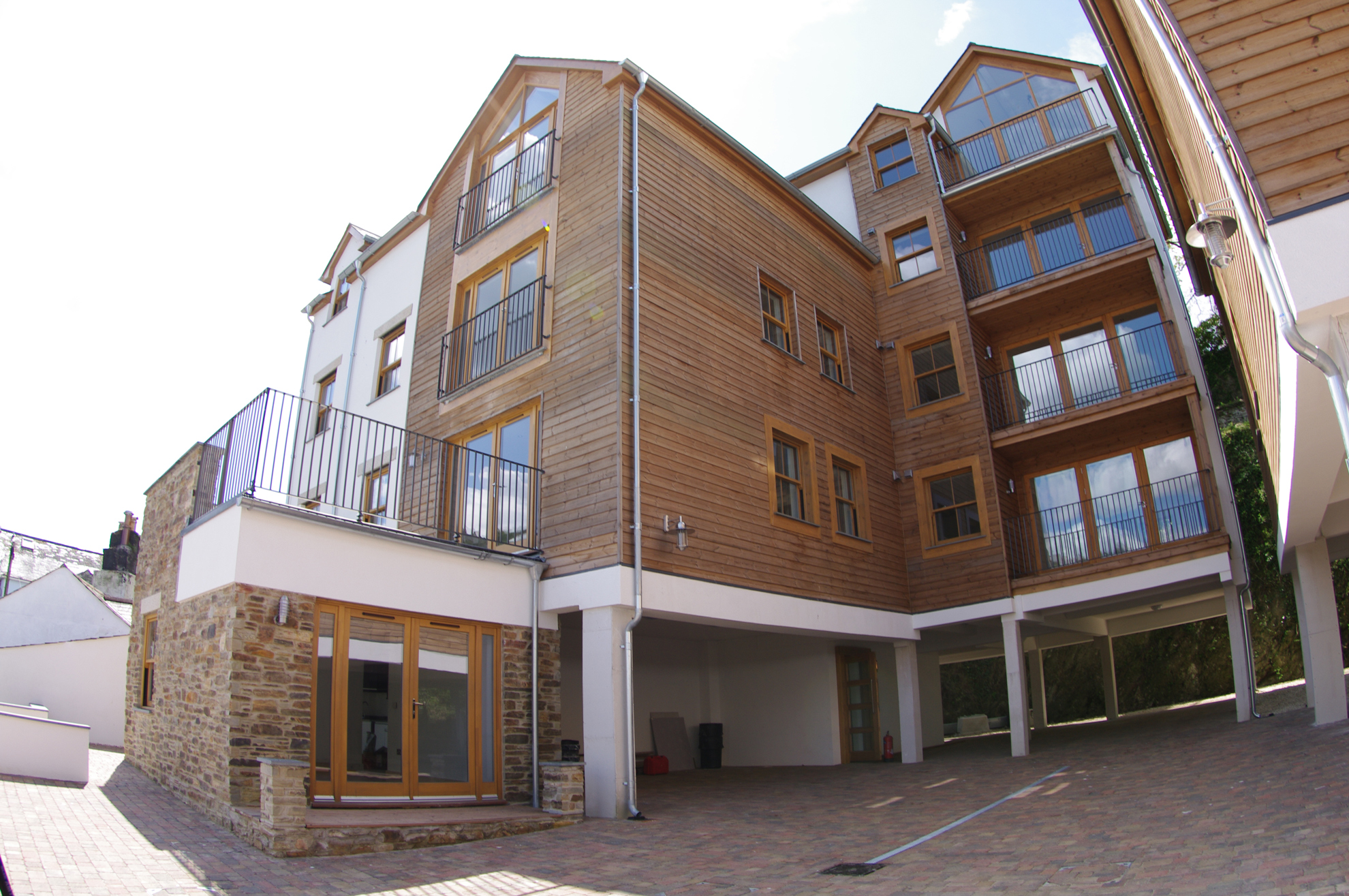 luxury-looe-exterior2